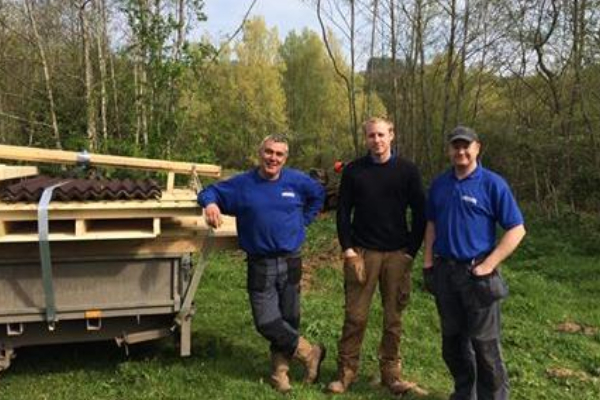 Installation of a new bird hide begins at Bodenham Lake